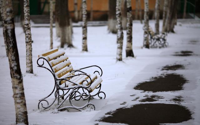 klupa nekoga čeka - Page 5 Bench_Exposed_To_Snow_Wallpaper_HD