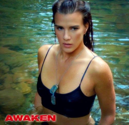 Awaken/A Perfect Vacation (Unas vacaciones perfectas) (2015) 2238248_8