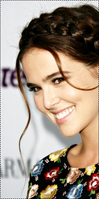 Zoey Deutch Image