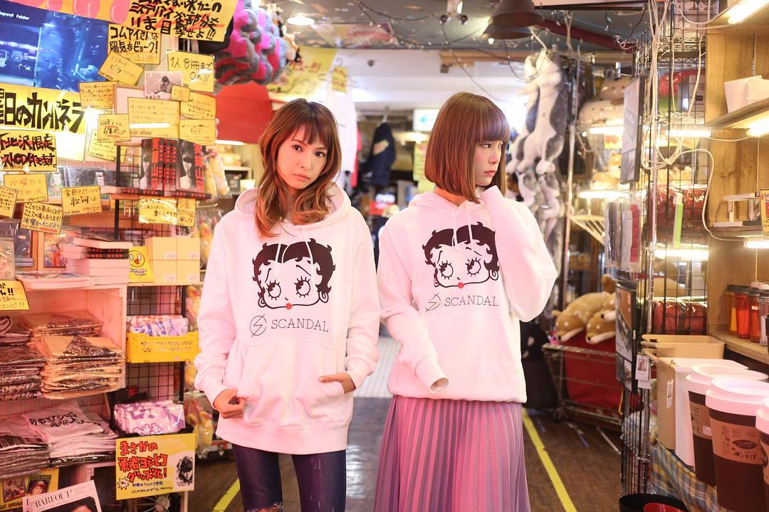 SCANDAL × Village Vanguard Collaboration Goods 16789112_1689962507963485_1838791858671583232_n