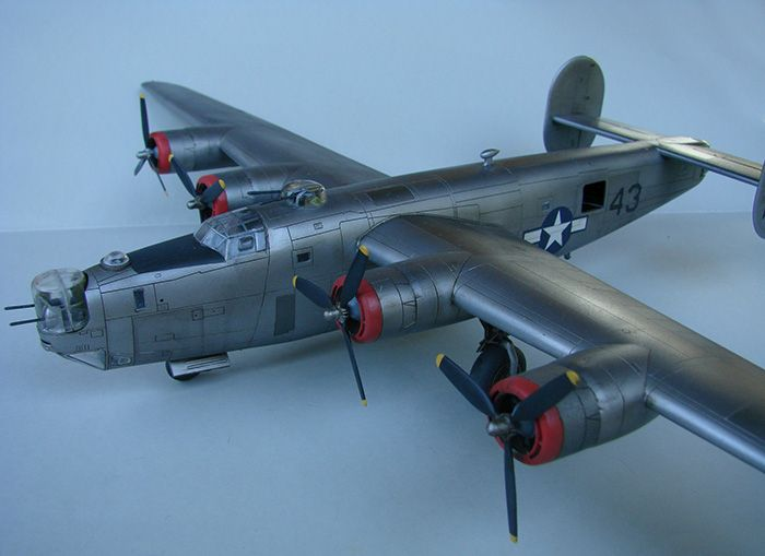 B-24J Liberator, Academy, 1/72 DSC04864