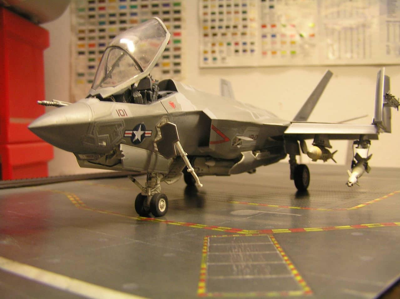 "F-35C  1/48 ... H  ""αεροπλαναρα""  !!! - Σελίδα 4 P1010087_2"
