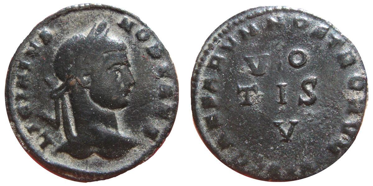 AE3 de Licinio II. CAESARVM NOSTRORVM / VO / TIS / V. Arlés Image