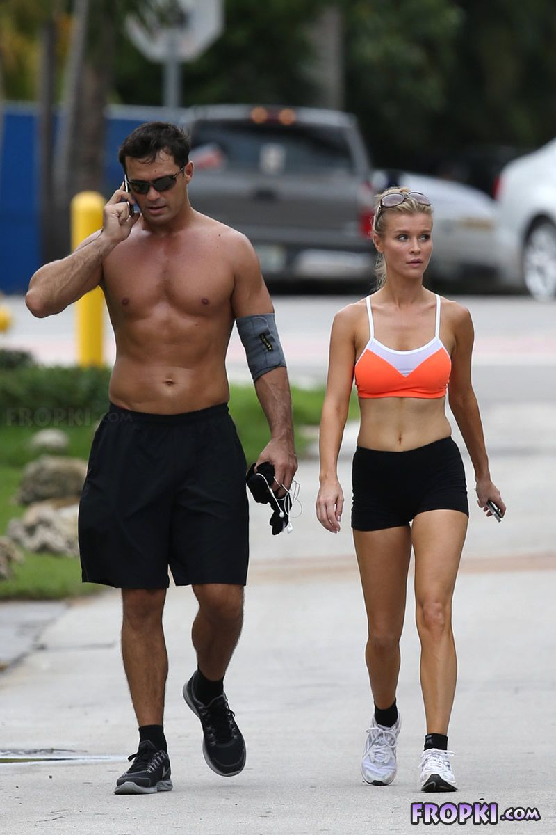 Joanna Krupa and Romain Zago out for a jog Joanna_Krupa_Fropki_18