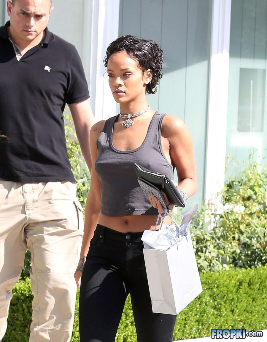 Rihanna Bra Fropki 004