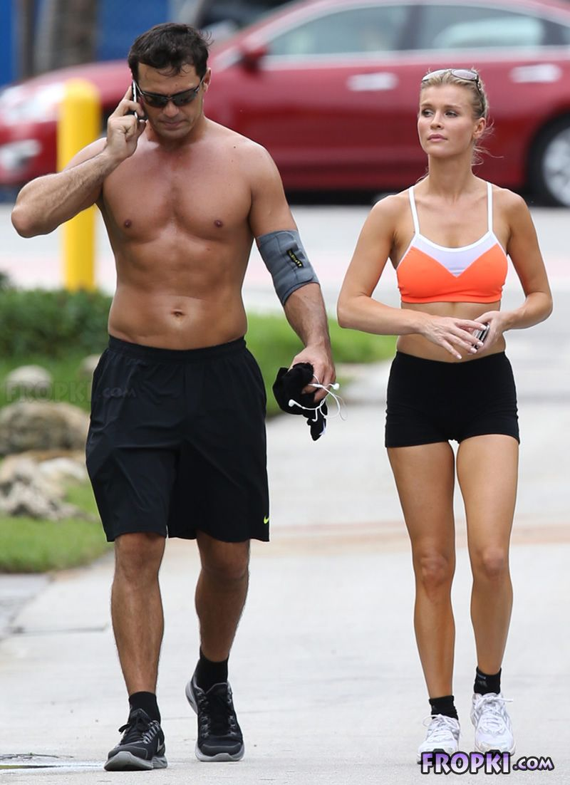 Joanna Krupa and Romain Zago out for a jog Joanna_Krupa_Fropki_06