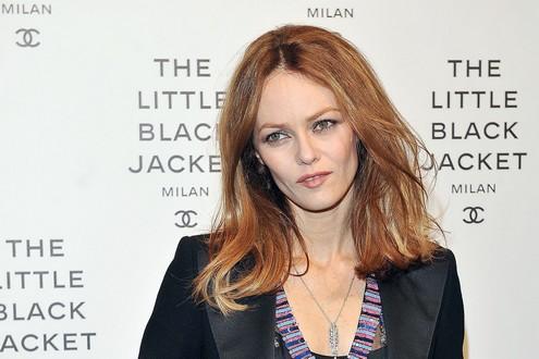 NEWS - récap' sans commentaires Vanessa_Paradis_Arrivals_Chanel_Event_Milan_w_Moe