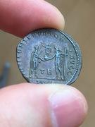 Antoniniano de Diocleciano. IOVI CONSERVATORI AVGG. Diocleciano y Júpiter. Ceca Tripolis. IMG_3871