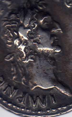 Denario de Nerva. COS III P P. Símpulo, aspérgilo, praeferículo y lituo. Ceca Roma. Nerva_busto