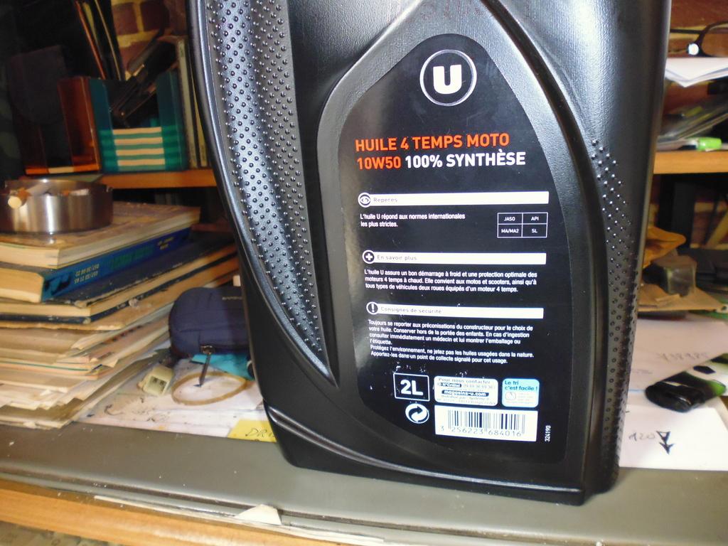 la huile Super U 10W50 4T 100% synthese a 7,39 € pour 2 Litre ou 4 litre = 14,78euro  P1000181