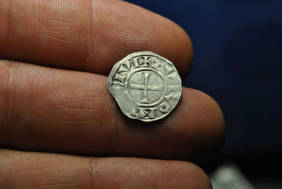 Dinero de la Abadia de San Martin de Tours 1150.1200 DSC_7264
