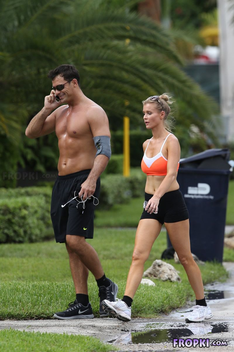 Joanna Krupa and Romain Zago out for a jog Joanna_Krupa_Fropki_14