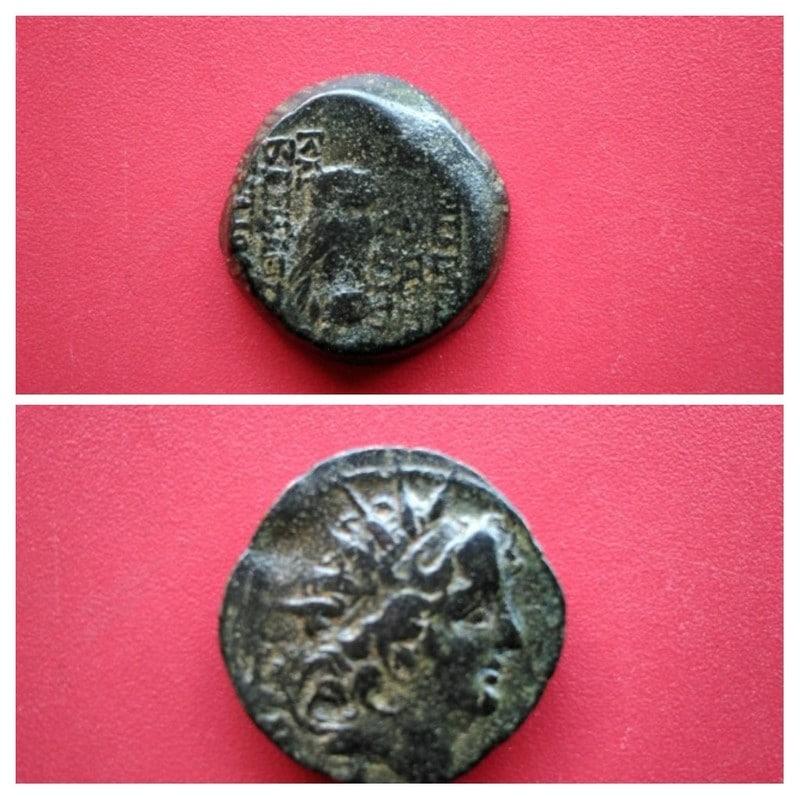 AE18 de Cleopatra Thea y Antíoco VIII 20170526_094042-_COLLAGE