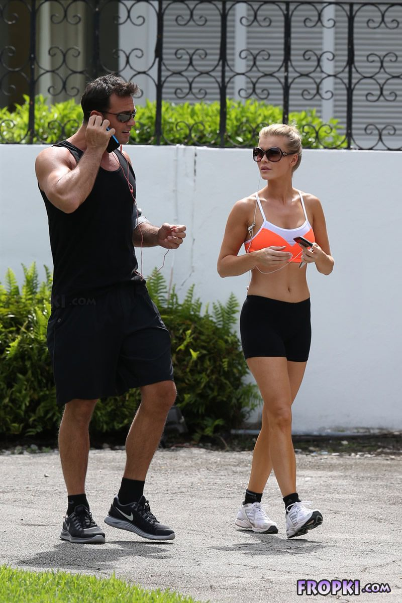 Joanna Krupa and Romain Zago out for a jog Joanna_Krupa_Fropki_07