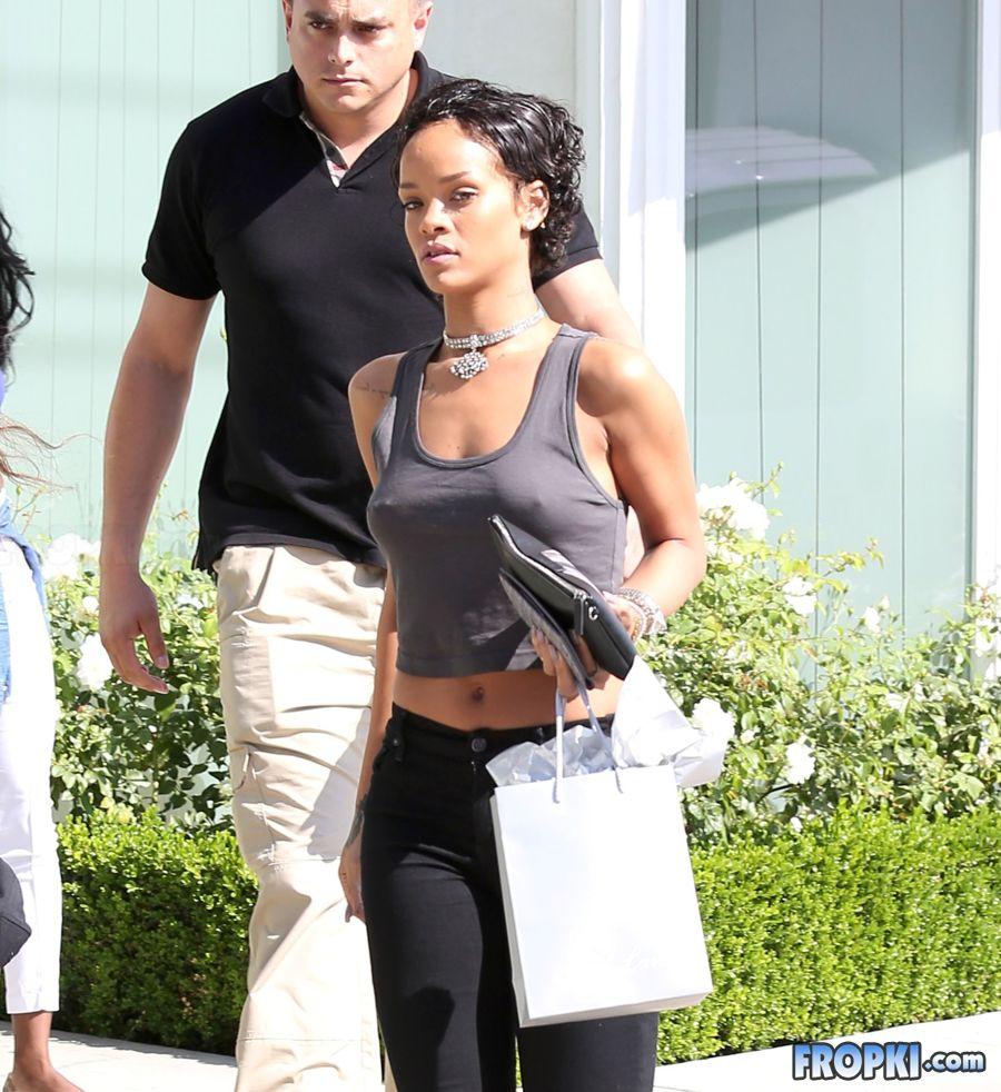 Rihanna Bra Fropki 001