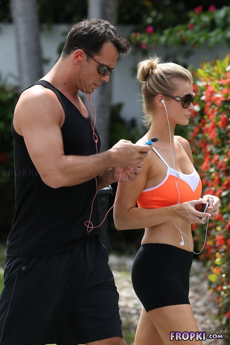 Joanna Krupa and Romain Zago out for a jog Joanna_Krupa_Fropki_02