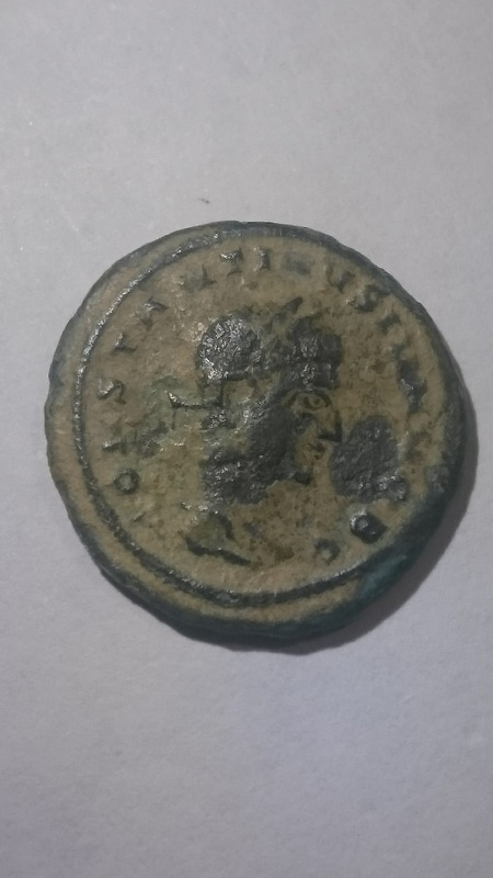 AE3 de Constantino II. CAESARVM NOSTRORVM - VOT /. / V. Ceca Siscia. DSC_0002
