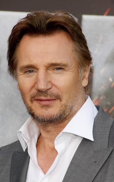 Ponle cara a los personajes Liam_Neeson_Stars_Premiere_Battleship_LA_zt_PG7r_B