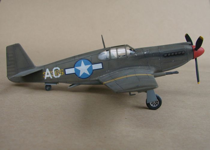 P-51 Mustang, Academy i P-51B Mustang (rebuild) Revell, 1/72 DSC02586