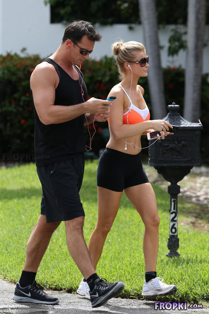 Joanna Krupa and Romain Zago out for a jog Joanna_Krupa_Fropki_08