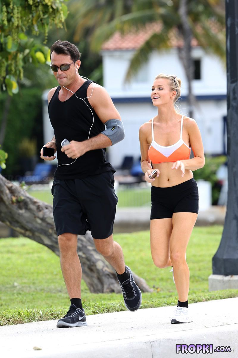 Joanna Krupa and Romain Zago out for a jog Joanna_Krupa_Fropki_09