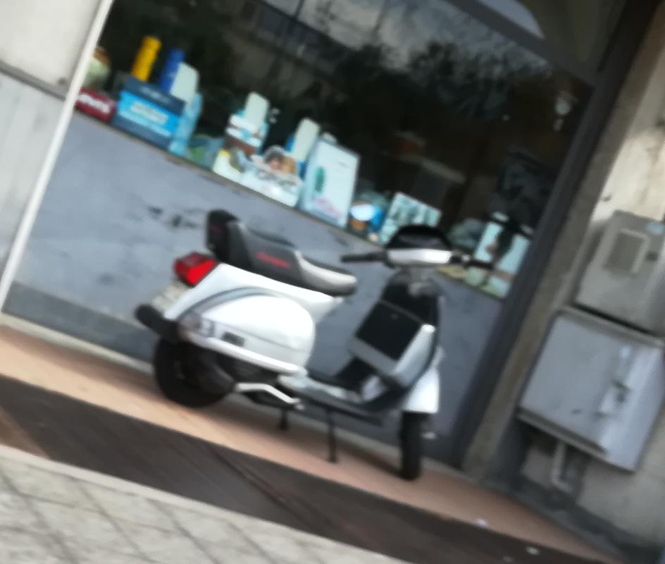 Foto di moto d'epoca o rare avvistate per strada - Pagina 16 Vespa_ticinque