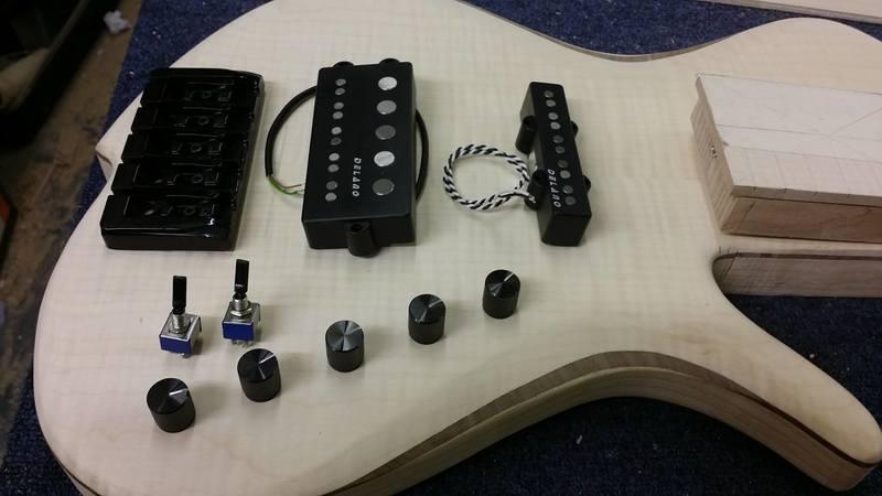 Construção caseira (amadora)- Bass Single cut 5 strings - Página 4 11984309_10153636669999874_270353643_o