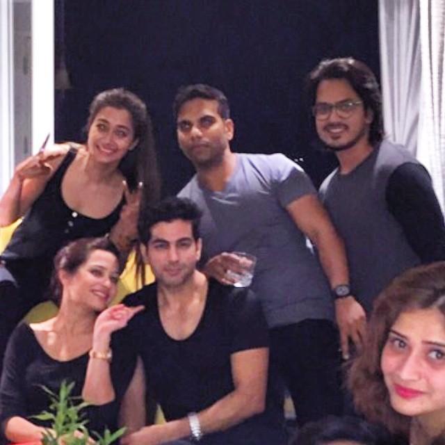მსახიობები და მათი მეგობრები - Page 3 10259888_10203652546894441_148170337897633414_n