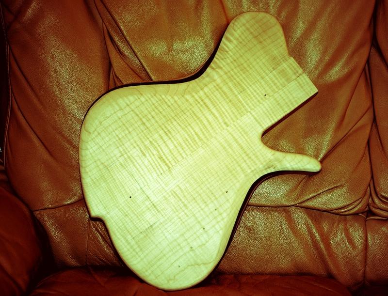 Construção caseira (amadora)- Bass Single cut 5 strings - Página 2 Sparta