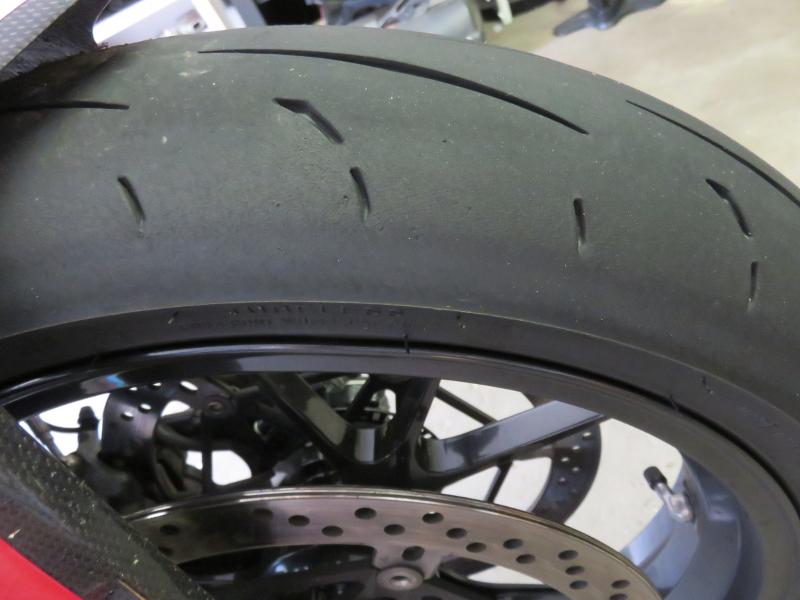 [PNEUS] Combien de kms faite vous avec vos pneus  - Page 3 D211_AVD