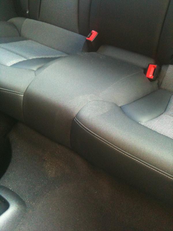 """Macchie di """"rigurgito"""" su sedili in tessuto IMG_0696"""