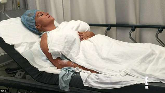 """Nghiện bơm ngực, người phụ nữ """"phát hoảng"""" cầu cứu bác sĩ Nghien-bom-nguc-nguoi-phu-nu-phai-cau-cuu-bac-si-bom-nguc-1-1529"""