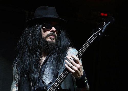 Blasko atual baixista do Ozzy tocou no Monsters Of Rock 2015 com um Squier? X_6e5423be
