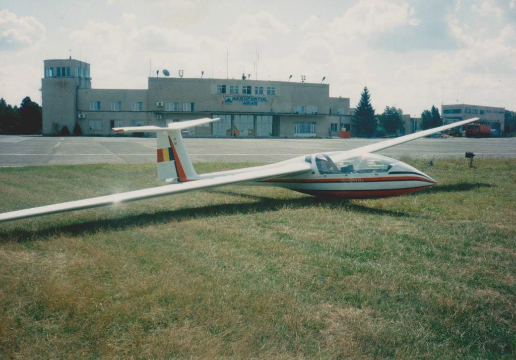 Aeroportul Arad - Poze Istorice - Pagina 2 1401252_605653632809275_653389961_o