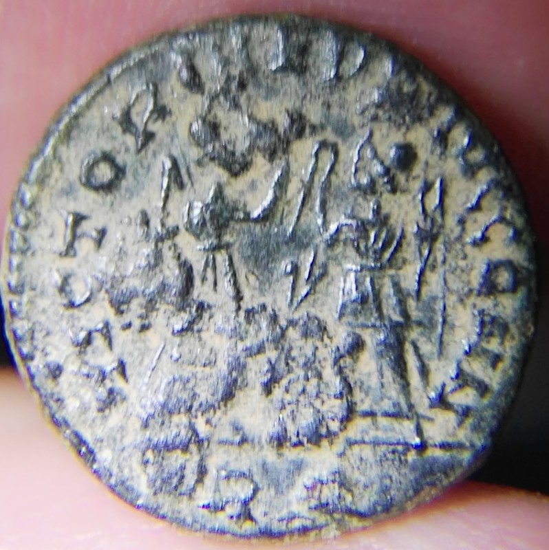 AE4 de Constante I. VICTORIAE DD AVGGQ NN. Dos Victorias estantes enfrentadas. Ceca Roma. IMG_20170721_173040