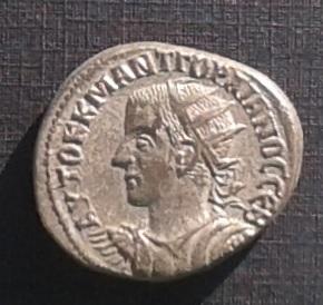 antioquia - Tetradracma de Gordiano III. ΔΗΜΑΡΧ ΕΞ ΥΠΑΤΟ Β. Antioquía Tetragor_anv
