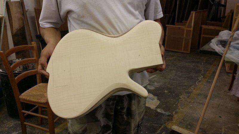 Construção caseira (amadora)- Bass Single cut 5 strings - Página 2 11211993_10153523502779874_255193321_o