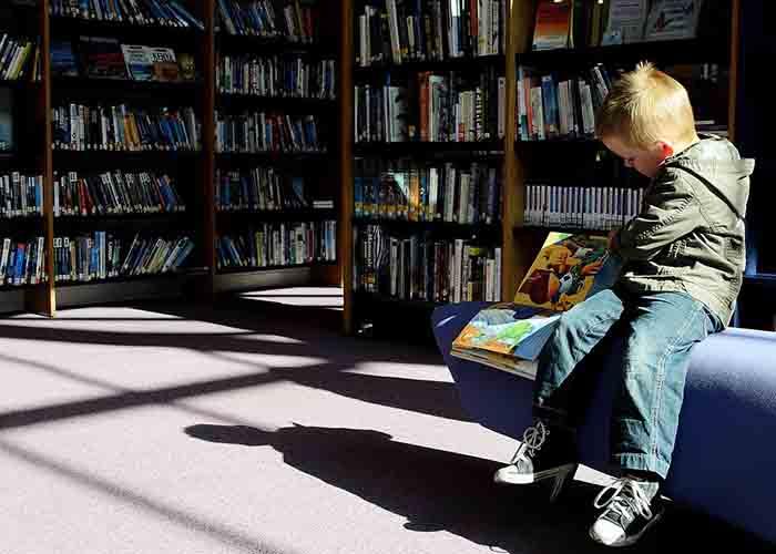 Kakva je korist od čitanja? Ove slike to znaju. Dete-cita-3