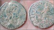 AE2 de Magno Máximo. REPARATIO – REIPVB. Ceca Arlés. Image