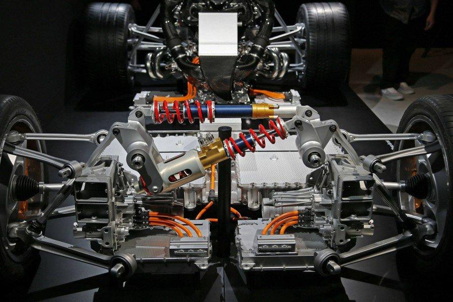 MERCEDES - PROJECT ONE - detalhes mecânicos Pj92