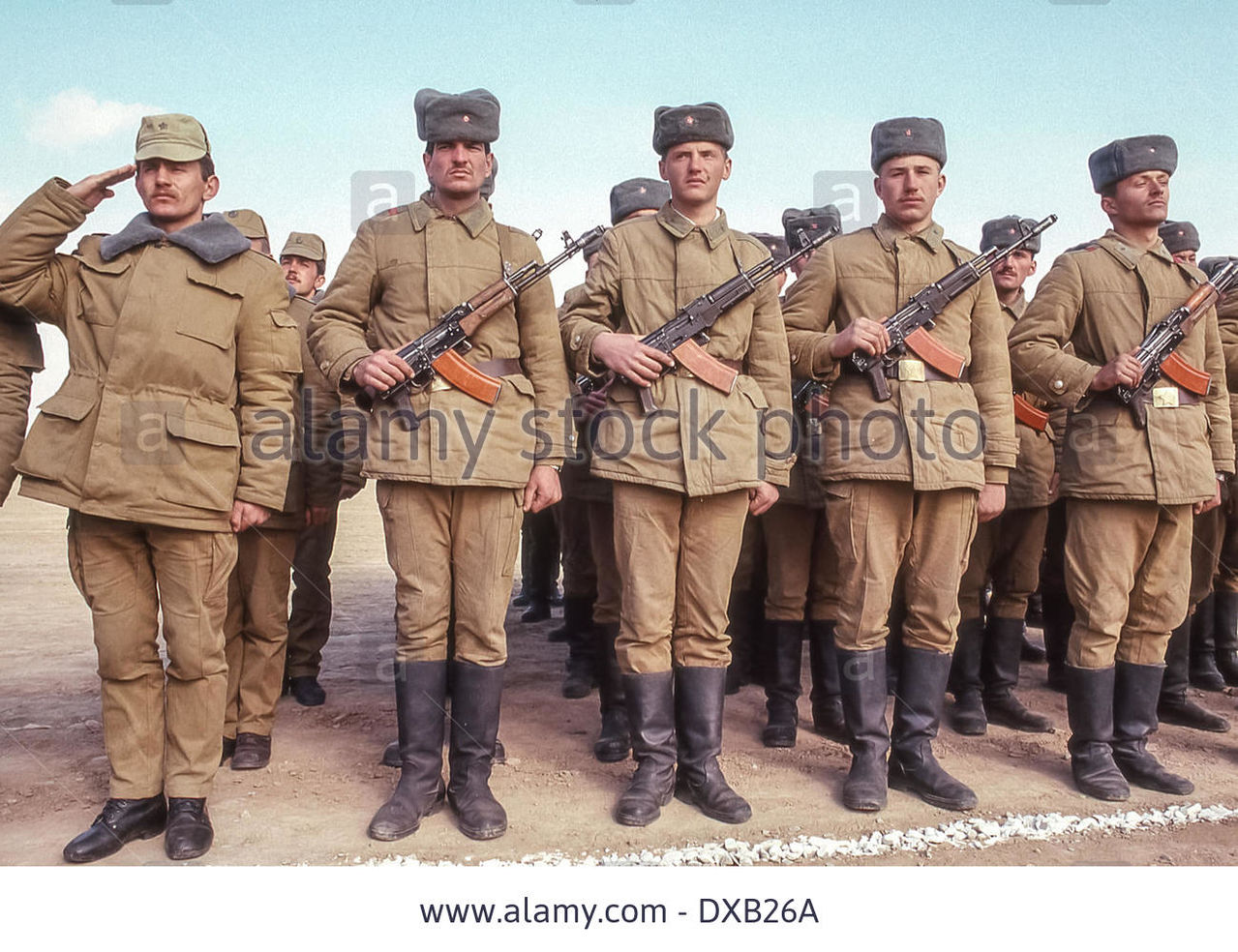 Soviet Afghanistan war - Page 5 Feb_16_1989_termez_uzbekistan_ru_armed_with_ak_4