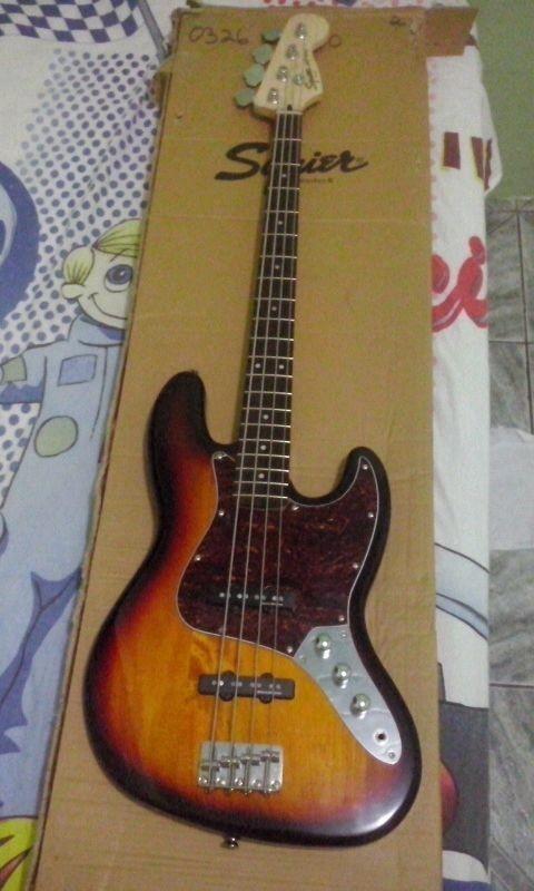Squier vintage Modified jazzbass 77s Vs. 70s Alt_Ag_ON9qlm_VLie_T98_Z3u_Ij_NNIn_Cl9_Chz_H6d_Yvg_Vdpa8gt_M