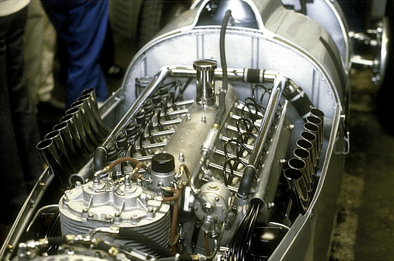 1937 Auto Union Type C V16 Streamliner MOTOR_1
