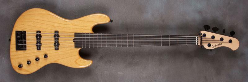 Projeto Jazz Bass 5 cordas M. Laghus Sadowsky_5_cordes_nyc_92055