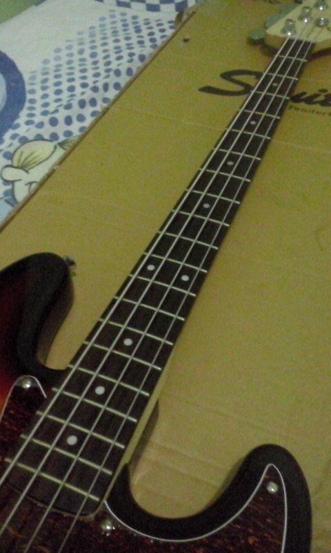 Squier vintage Modified jazzbass 77s Vs. 70s Alt_Ar21_Bj37_N8_WLtx3bj_LY813_Hm_MWM_ql_LOv_C4mh_Jda5_vk