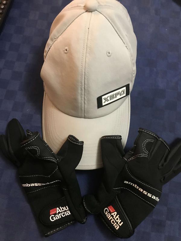 [Vendo] cappellino xefo e guanti abu garcia  Immagine