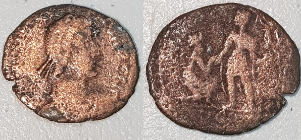 AE2 tipo REPARATIO REI PVB. Emperador levantando a mujer. Arlés Image