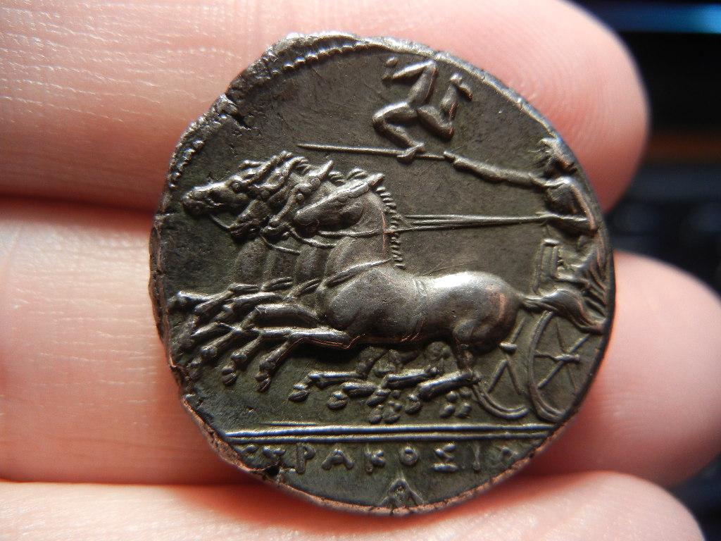 Tetradracma eubeo-ático. Tirania de Agatokles. (317–310 A.C.). Siracusa. Inspirado en los decadracmas de Evainetos. Tetradracma_Siracusa