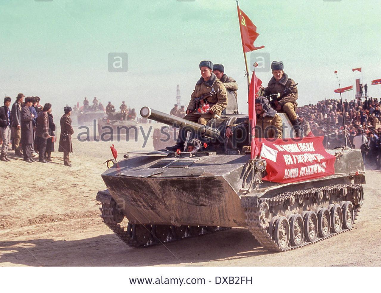 Soviet Afghanistan war - Page 5 Feb_17_1989_termez_uzbekistan_ru_a_light_tank_wi