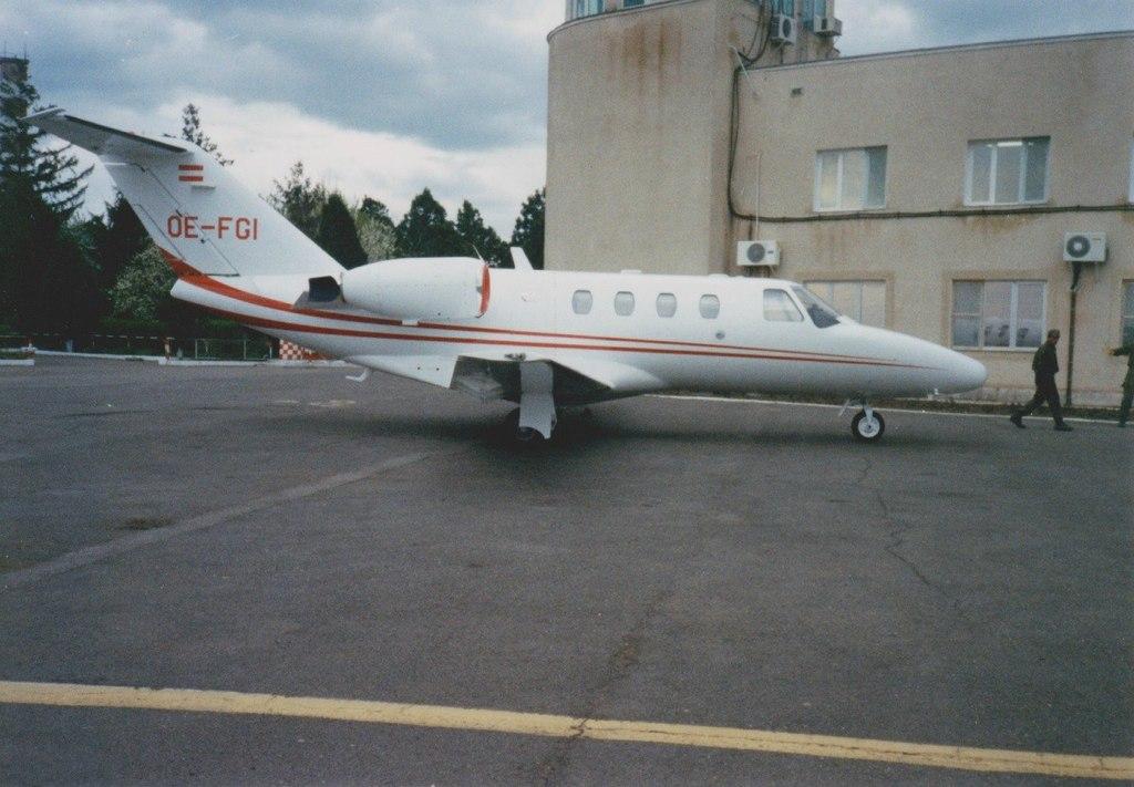 Aeroportul Arad - Poze Istorice - Pagina 2 1398403_599411213433517_1679515958_o
